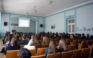 Aivaras Daukantas skaito paskaitą asmens duomenų apsaugos tema Kauno Maironio gimnazijos moksleiviams