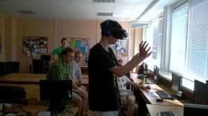 "JPVS dalyvis Tautvydas išbando  ""Oculus Rift""."