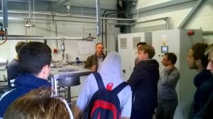 """Ekskursijos pabaigoje UAB """"Kretingos šilumos tinklai"""" direktoriaus pavaduotojas šilumos realizacijai Rimantas Dulkys atsakė į ekskursijos dalyvių klausimus bei pasidalijo įžvalgomis apie paklausias profesijas ateityje."""