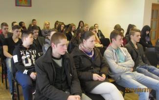 Vilkaviškio JPM nariai klausosi paskaitos apie prekybą žmonėmis